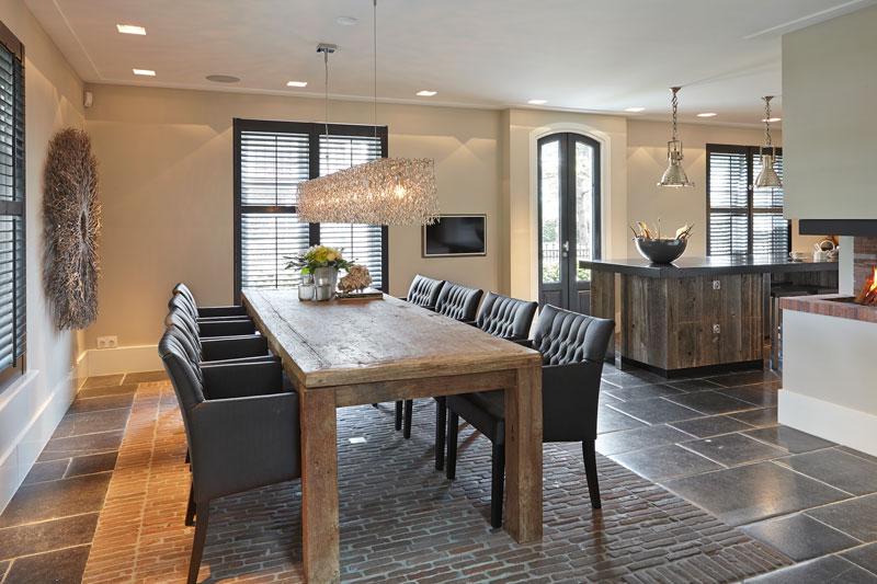 Keuken, eettafel, houten tafel, natuursteen vloer, leefkeuken, karakteristieke boerderij, Edgar Vendrig