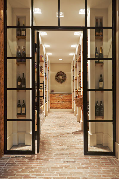 Kelder, wijnkelder, stenen vloer, wijnopslag, karakteristieke boerderij, Edgar Vendrig