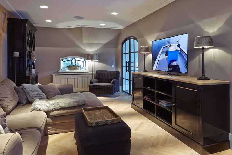 Zithoek, hoekbank, comfortabel, televisie, sfeervol, afgesloten ruimte, houten vloer, karakteristieke boerderij, Edgar Vendrig