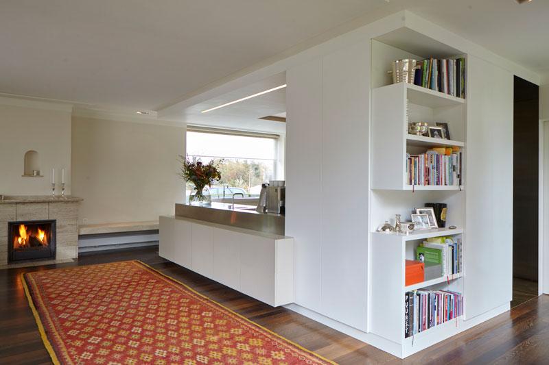 Keuken, woonkamer, haard, sfeervol, ruimtelijk, verbinding, vooroorlogse villa, De Bever Architecten