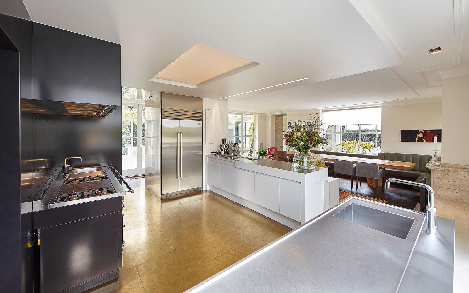 Keuken, maatwerk, Van der Plas Meubels & Project BV, vooroorlogse villa, De Bever Architecten