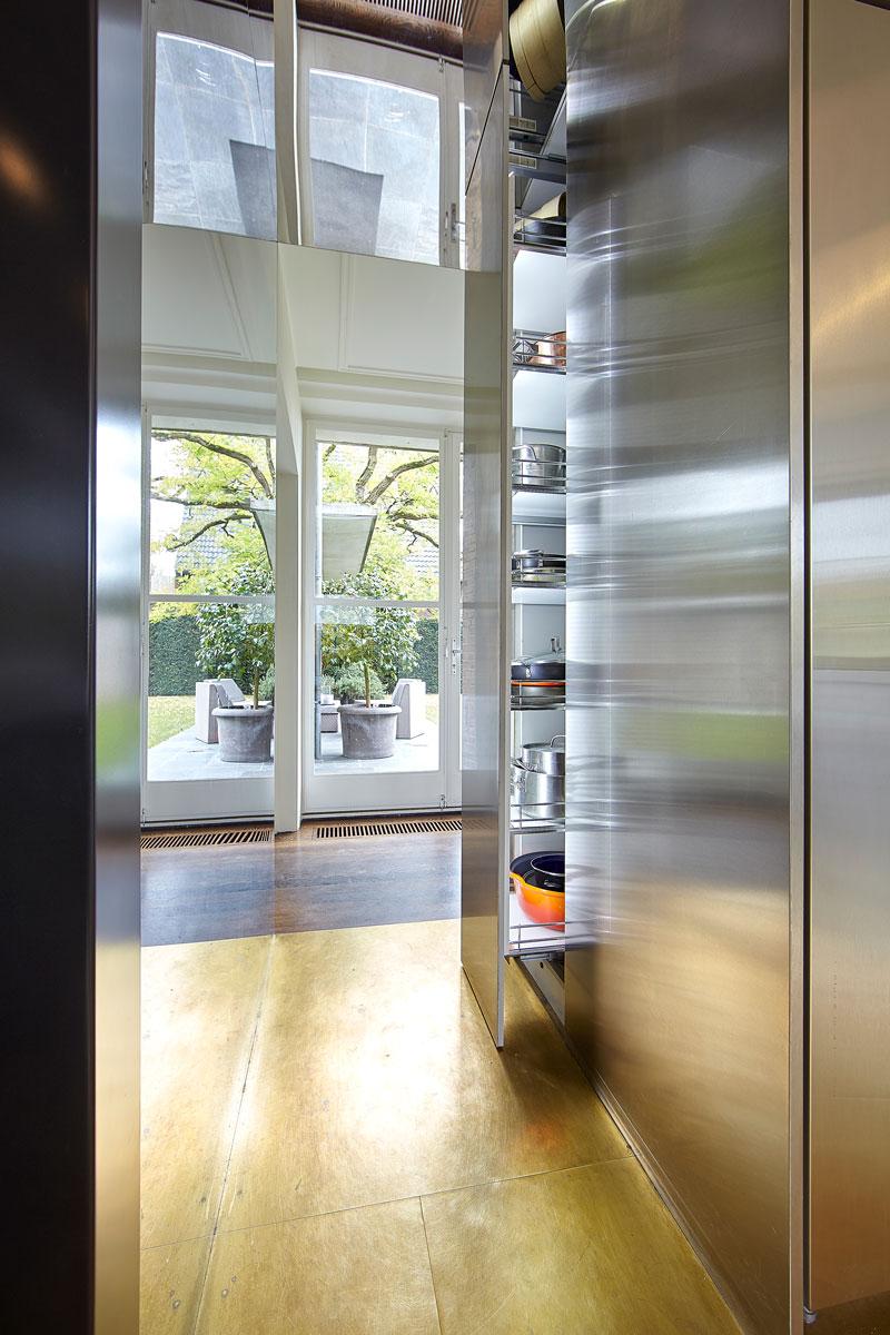 Keuken, koelkast, lades, kasten, maatwerk, vooroorlogse villa, De Bever Architecten