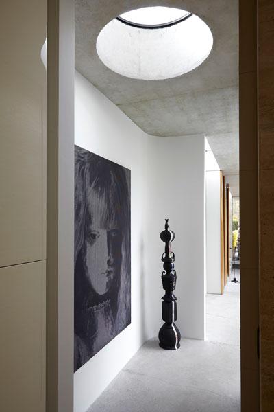 Hal, lichtkoepel, daglicht, kunst, schilderij, vooroorlogse villa, De Bever Architecten