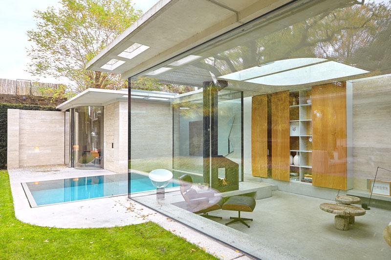 Wellnessruimte, wellness, zwembad, grote ramen, glazen puien, vooroorlogse villa, De Bever Architecten
