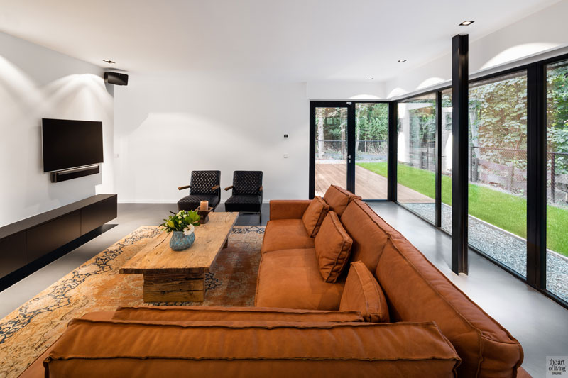 Woonkamer, zitkamer, Meubiflex, meubilair, natuursteen strips, The Flagstone Company, televisie, Samsung, moderne duinvilla, BNLA architecten