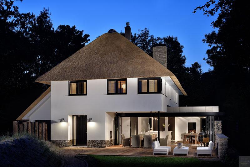 Glazen pui, Solarlux, keuken, Culimaat, rieten dak, Pape Rietdekkers, moderne duinvilla, BNLA architecten