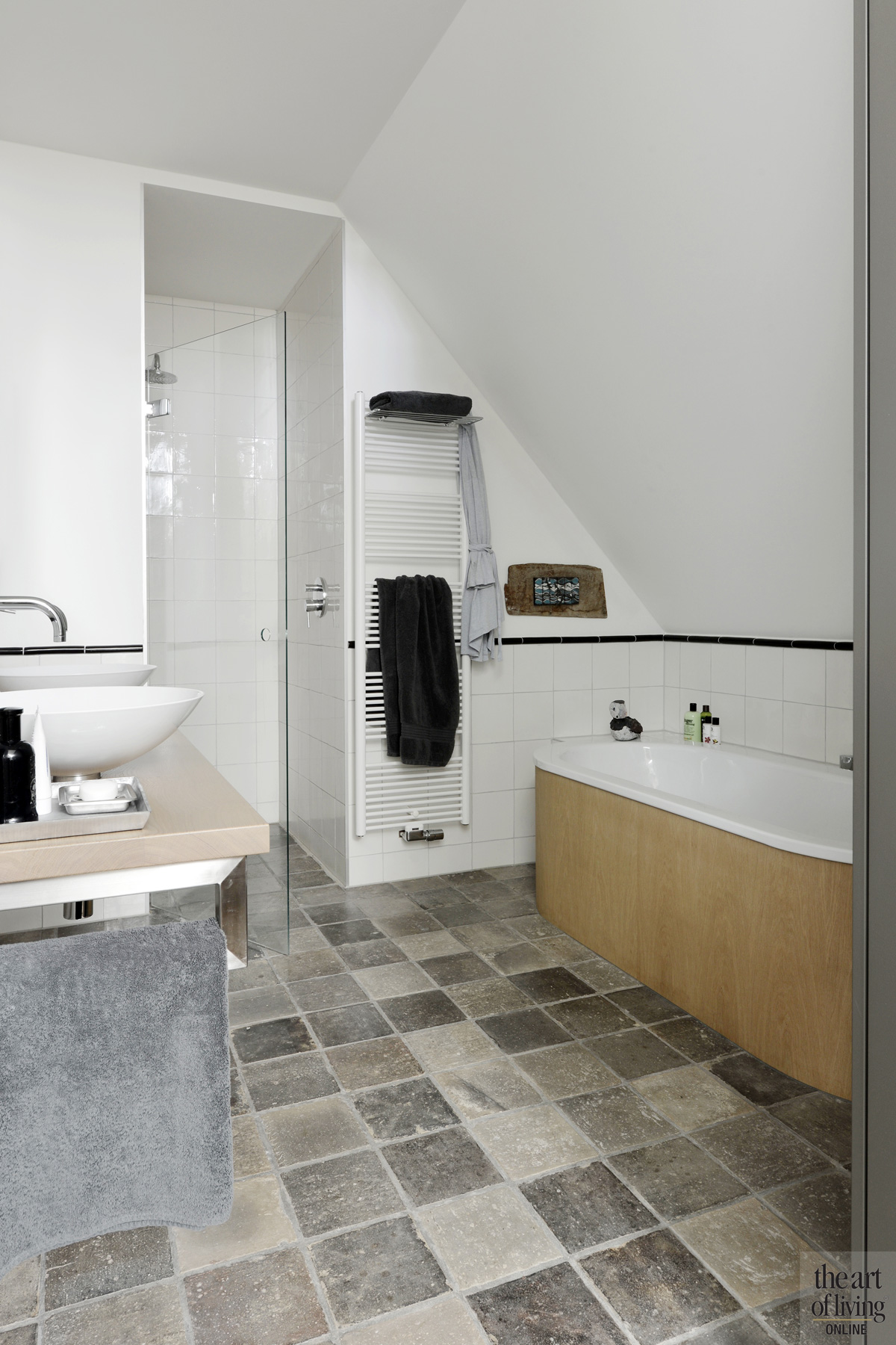 Badkamer, bad, douche, wastafel, waskom, Alape, sanitair, woning in L-vorm, VVR Architecten