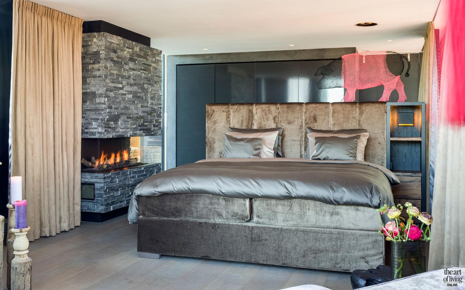 Slaapkamer, master bedroom, bed, Nilson Beds, open haard, penthouse, Amsterdam, Osiris Hertman