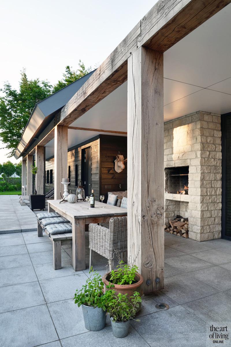Carport, poolhouse, afdak, tegels, buitenleven, tuinarchitect De Zanderik, woning in L-vorm, VVR Architecten