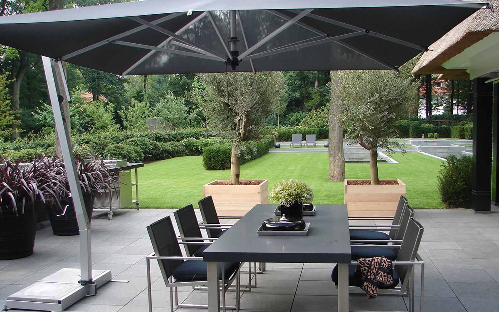 Tuin, tuinmeubelen, parasol, BOREK, outdoor living, riante villa, Leeflang Architectuur