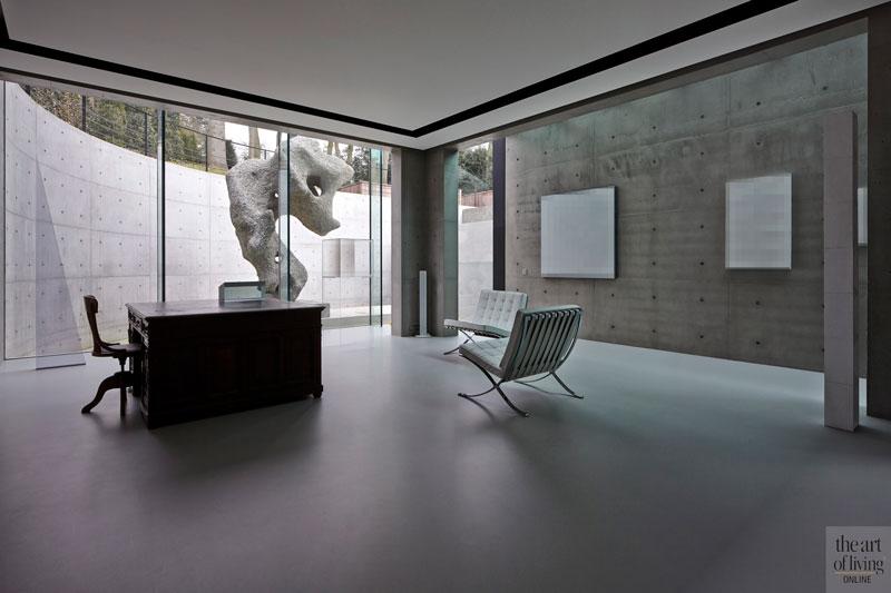 Kelder, grote ramen, lichte ruimte, kunstwerk, beton, oud ontmoet nieuw, VVR Architecten