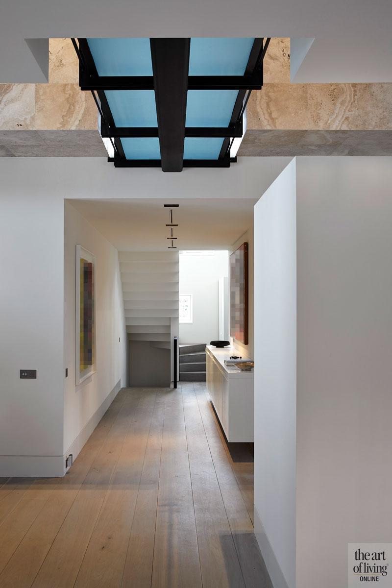 Houten vloer, trap, wit, lichte woning, oud ontmoet nieuw, VVR Architecten