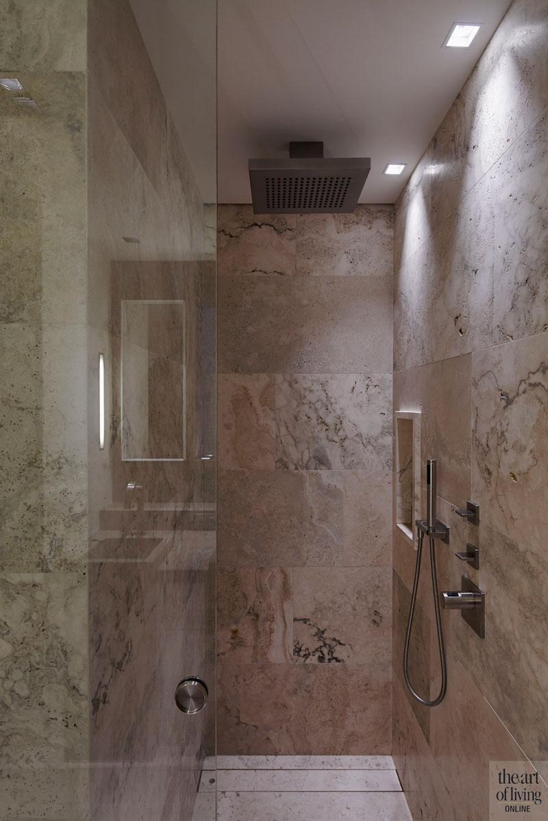 Badkamer, sanitair, natuursteen, inloopdouche, regendouche, oud ontmoet nieuw, VVR Architecten