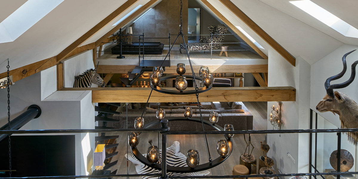 Duches kroon by HIP Studio, elegante verschijning in de grote ruimte | Maretti Lighting