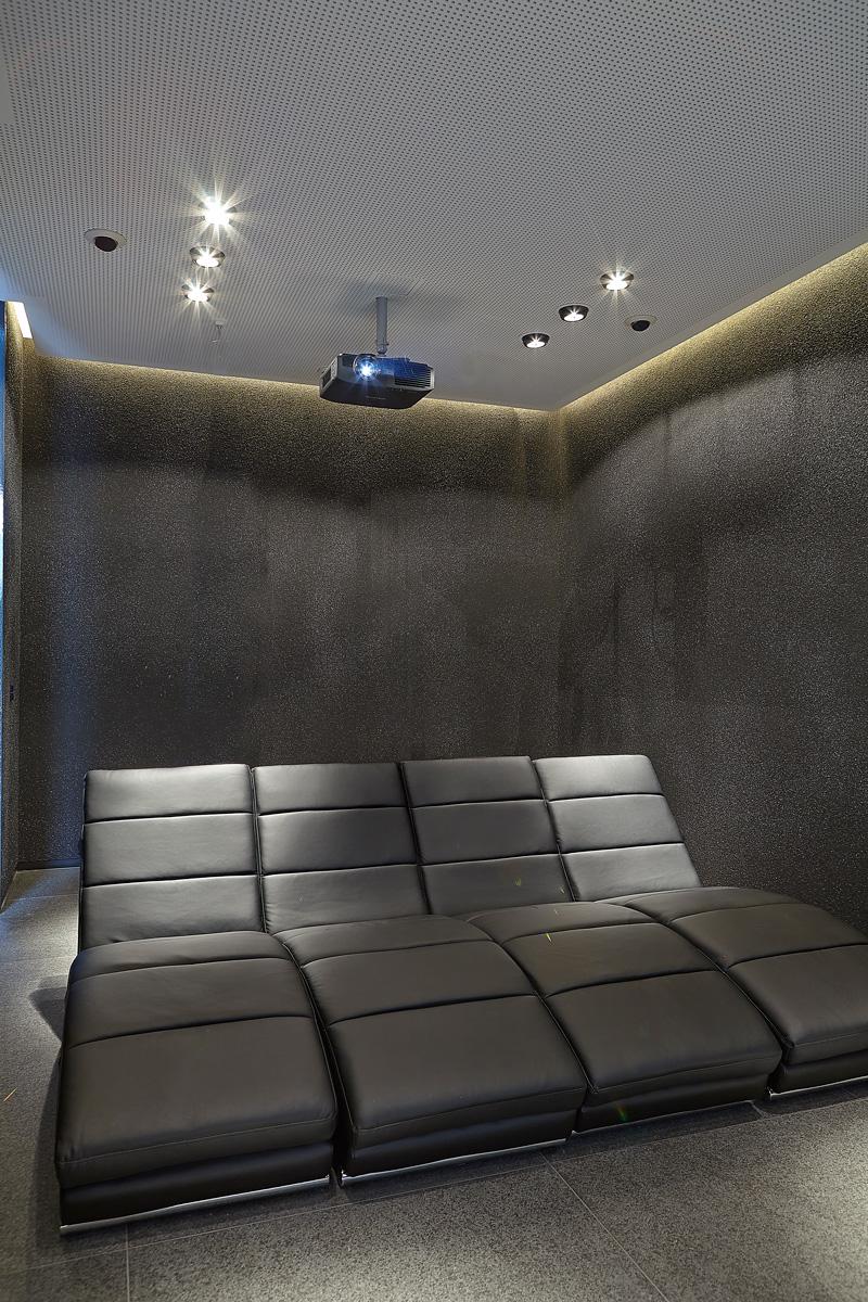 Thuis bioscoop, lounge stoel, beamer, domotica, JNV, home entertainment, Powerhouse Company