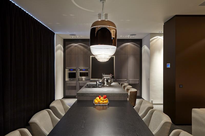 Keuken, eettafel, ruimtelijk, donkere tinten, hoogwaardige materialen, Barletti Exclusieve keukens, Powerhouse Company