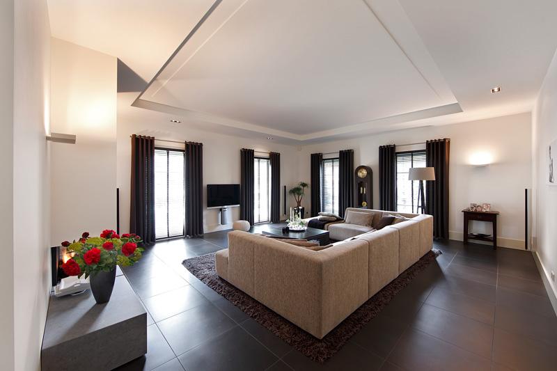 Woonkamer, living, grote ramen, lichtinval, ruimtelijk, hedendaags landhuis, Marco Daverveld