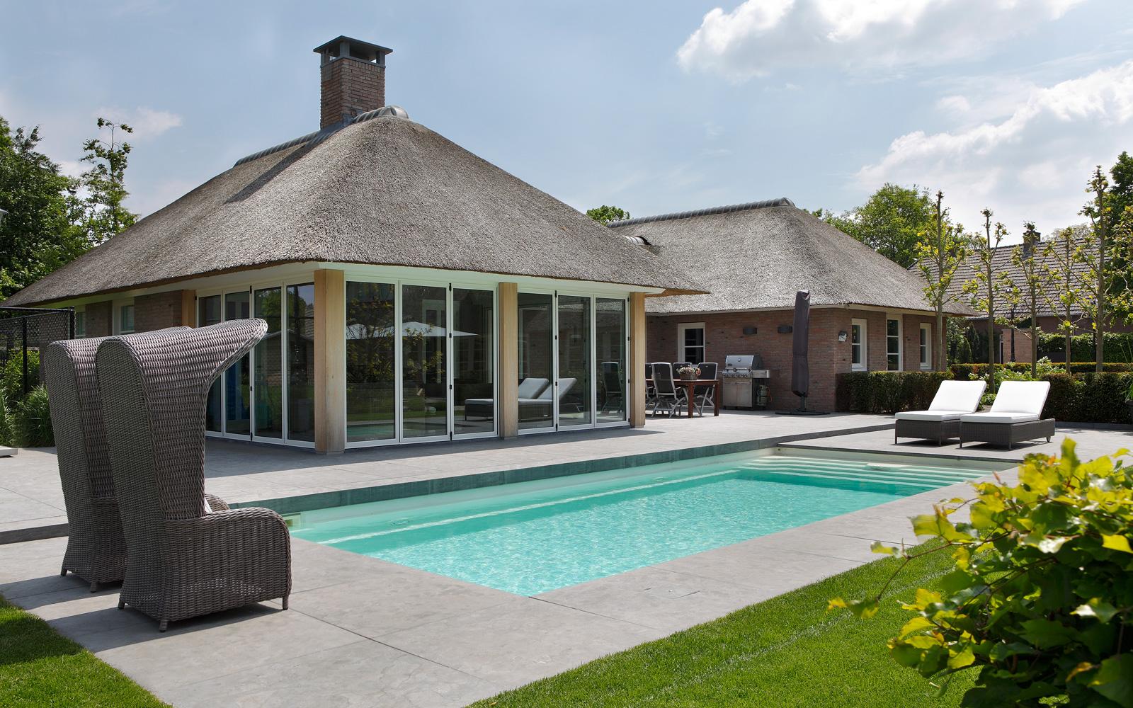 Tuin, PUUR Groenprojecten, zwembad, rieten dak, BOREK, buitenmeubilair, hedendaags landhuis, Marco Daverveld