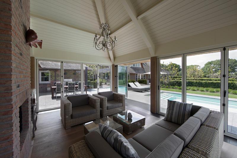 Terras, buitenmeubilair, BOREK, zwembad, lounge, hedendaags landhuis, Marco Daverveld