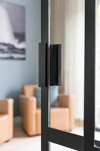 Woonkamer, verbouwing, twee delen, afsluitbaar, stalen frame, glazen deur, MarStyling