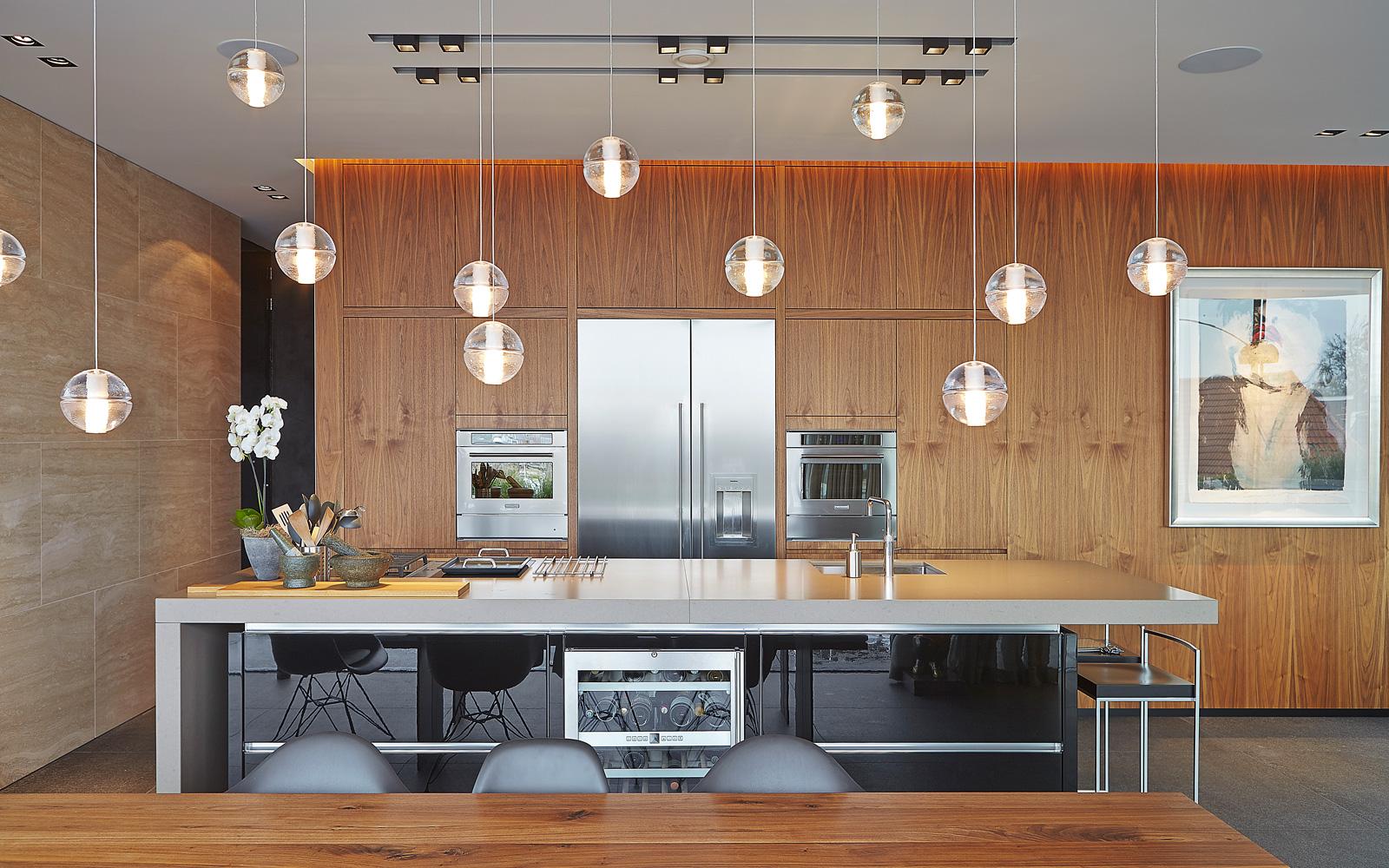 Maatwerk keuken, houten kasten, natuurlijke materialen, verlichting, Studio Rublek, Powerhouse Company