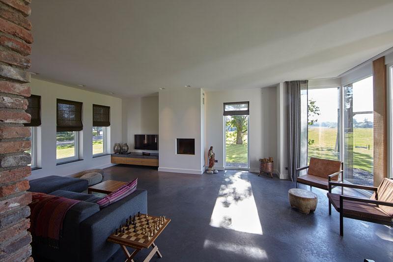 Nieuwbouw, Wolfs Architecten, betonnen vloer, sfeerbeton, grijze vloer