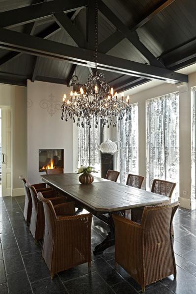 Eetkamer, keuken, eettafel, open haard, sfeervol, Franse villa, Hertroijs Architekten
