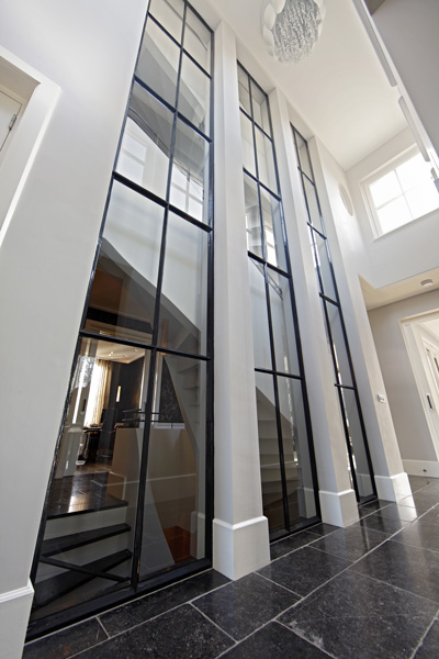 Hal, licht, grote ramen, tegelvloer, Franse villa, Hertroijs Architekten