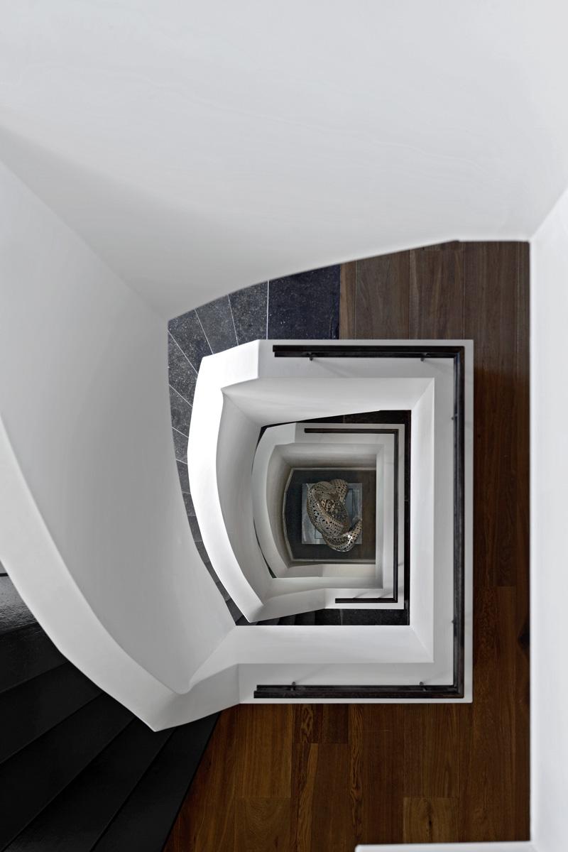 Trap, zwevende trap, balustrade, cirkeltrap, Franse villa, Hertroijs Architekten