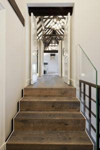 Houten vloer, trapje, slaapkamer, verlichting, houten balken, boerderij, landelijk, modern, balustrade