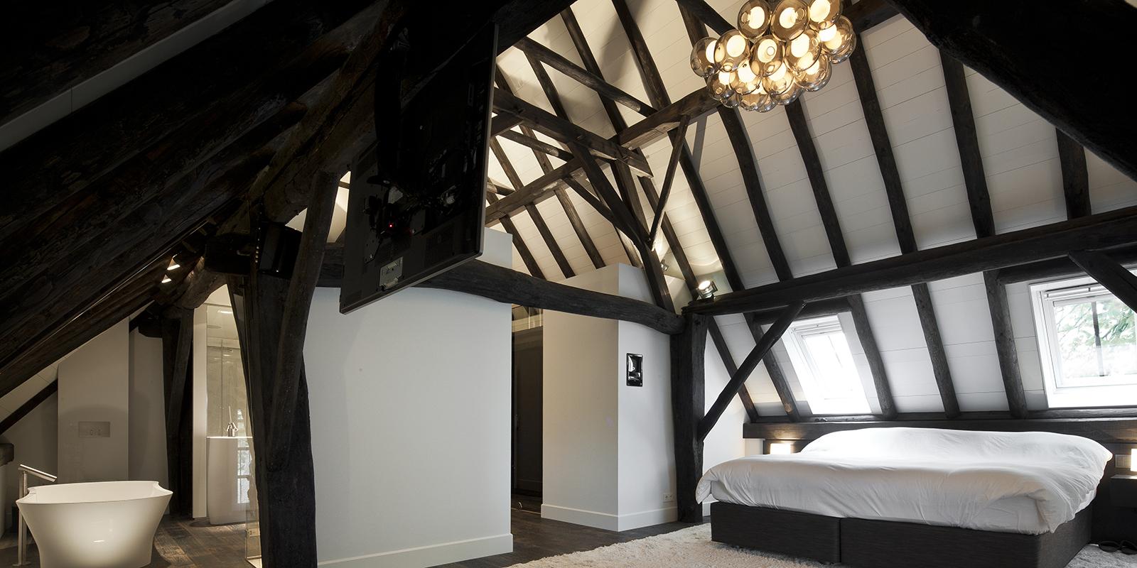 Masterbedroom, houten balken, lamp, Omer Arbel, handgeblazen, bed, houten balken, landelijk, modern, Francois Hannes