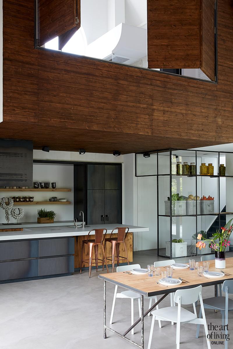 Keuken, eettafel, open verbinding, ruimtelijk, woning in kerk, Osiris Hertman
