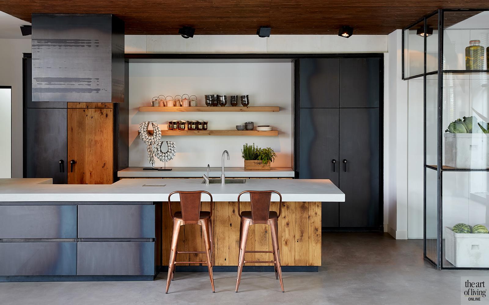 Keuken, privé keuken, industriële look, hout, gietvloer, woning in kerk, Osiris Hertman