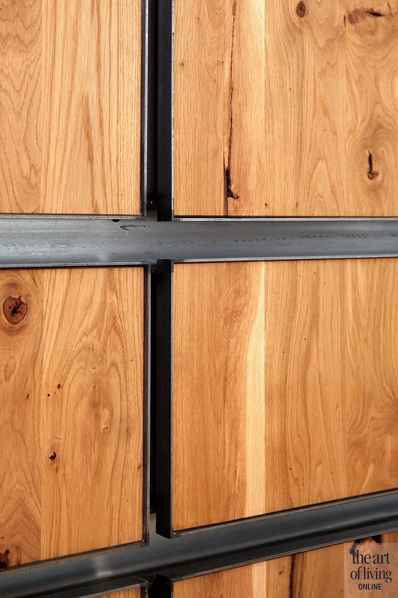 Ruime keuken, houten keuken, bamboevloer, stalen frames, natuurlijke materialen, woning in kerk, Osiris Hertman