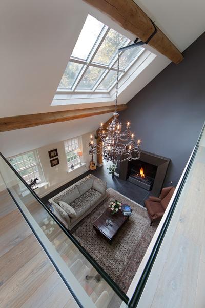 Vide, veel licht, ruimtelijk, grote ramen, haard, Boley, woonkamer, glazen balustrade, verbouwing woonboerderij, Marco Daverveld