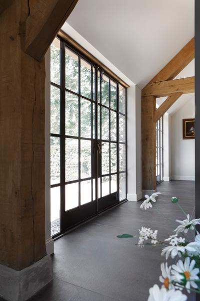 Groten ramen, stalen pui, veel glas, lichtinval, verbouwing woonboerderij, Marco Daverveld