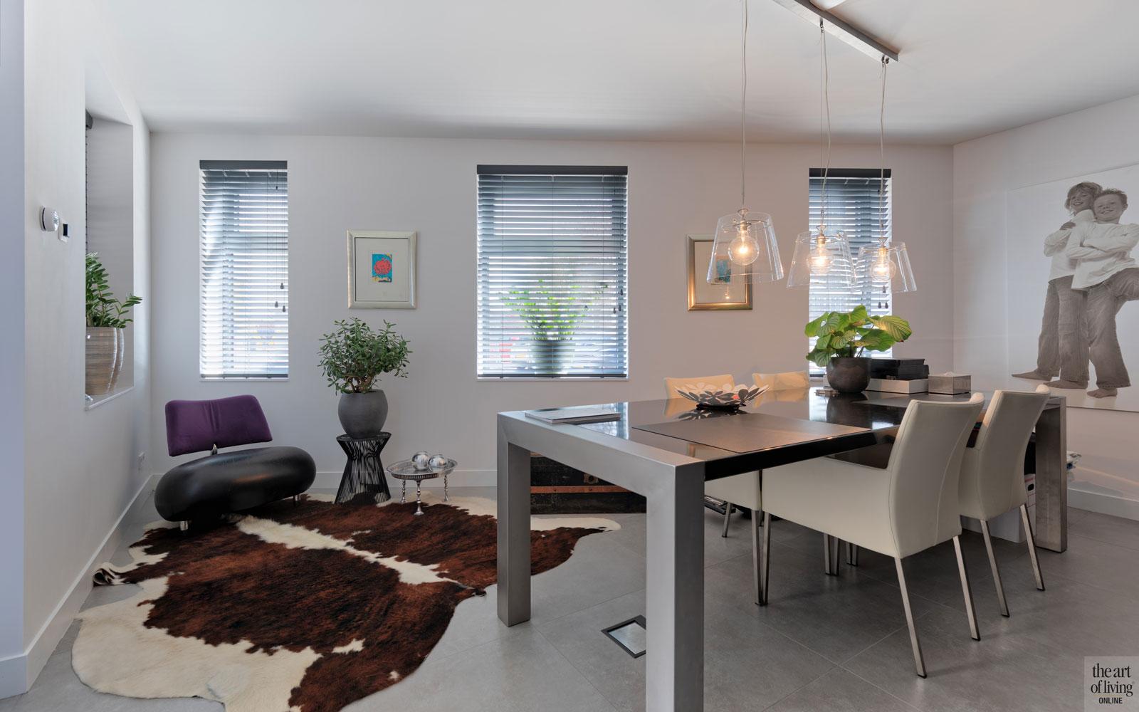 Woonkamer, living, eettafel, ruimtelijk, strakke tweekapper, Kabaz, C. van der Grift