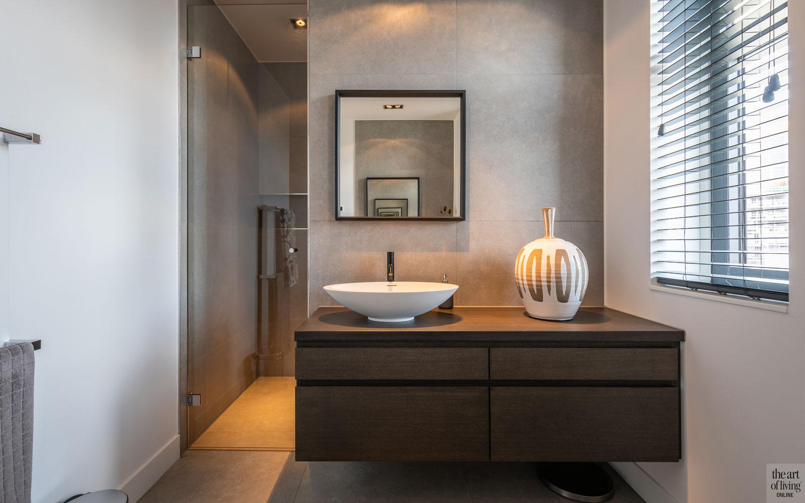 Wastafel, sanitair, shutters, strakke tweekapper, kabaz, C van der Grift