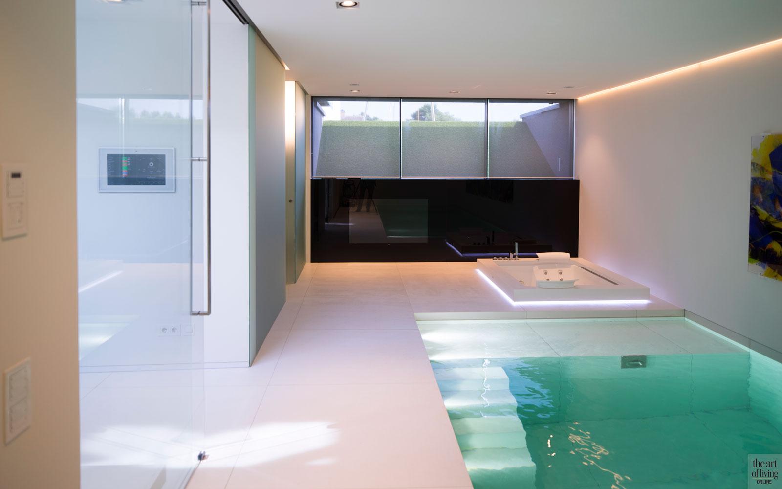 Souterrain, kelder, wellness, zwembad, Ambiance, sauna, jacuzzi, daglicht, villa aan het water, Lab32 architecten