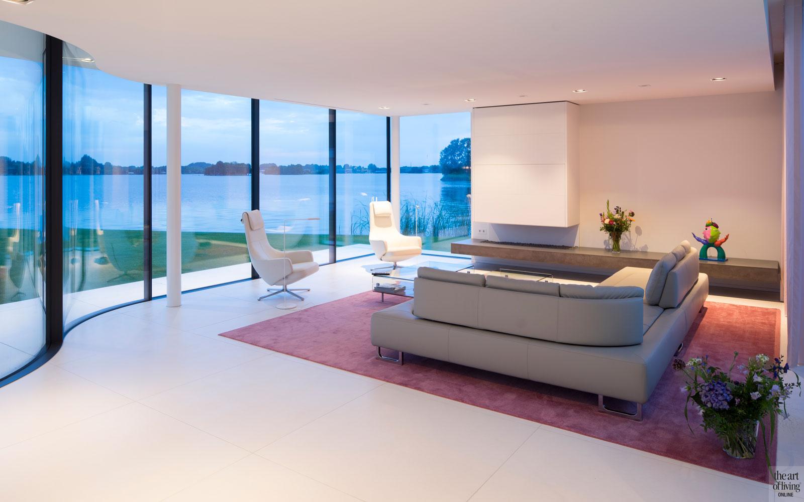 Meubels, stoffering, verlichting, Domez Interieurarchitecten, woonkamer, haard, boley, villa aan het water, Lab32 architecten