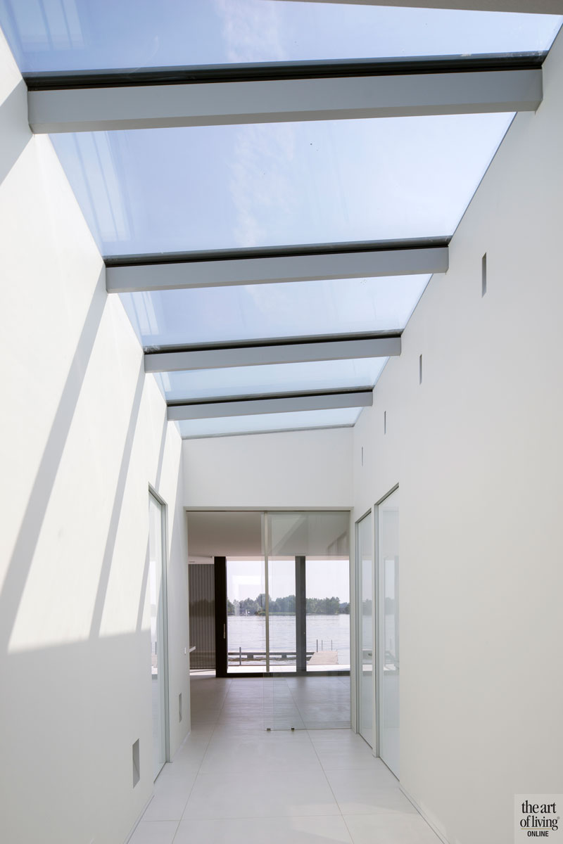 Licht, uitzicht, maatwerk, lichtstraat, villa aan het water, lab32 architecten