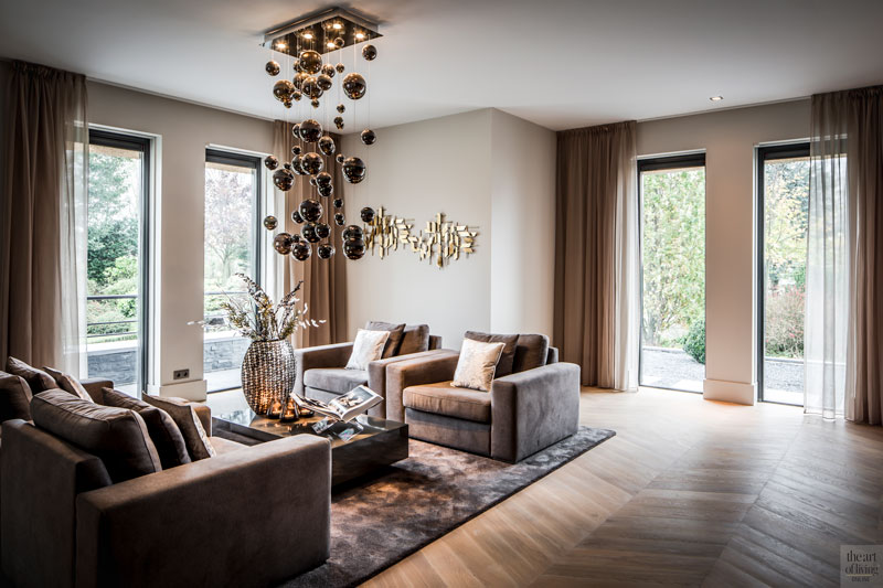 Woonkamer, living, zithoek, eikenhouten vloer, Hongaarse punt, haard, villa met lef, Cindy Philips