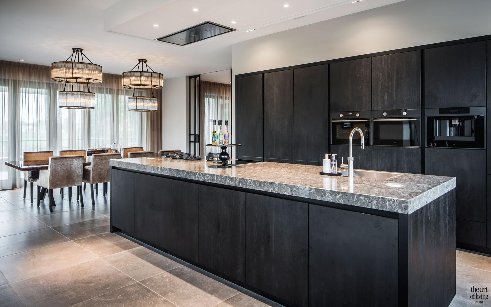Keuken, leefkeuken, kookeiland, tegelvloer, ruimtelijk, Quooker, villa met lef, Cindy Philips
