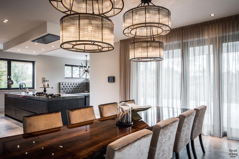 Keuken, leefkeuken, eettafel, Vanouds, notenhout, villa met lef, Cindy Philips