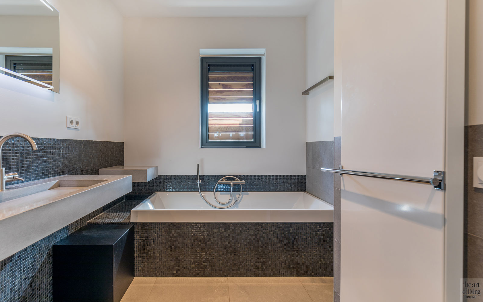 Badkamer, sanitair, bad, wastafel, duurzame villa, De Vries & Theunissen