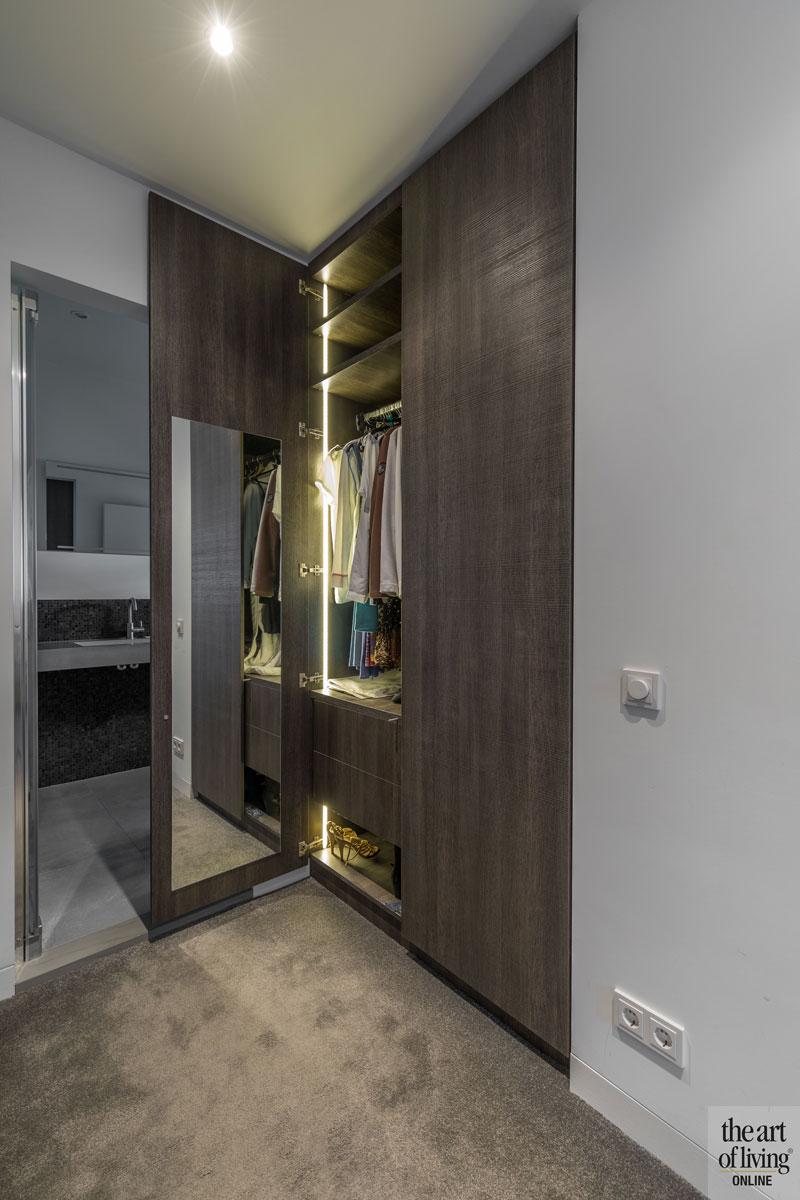 Kledingkast, walk in closet, inloopkast, maatwerk, Den Braber Interieurbouw, DecoLegno, duurzame villa, De Vries & Theunissen