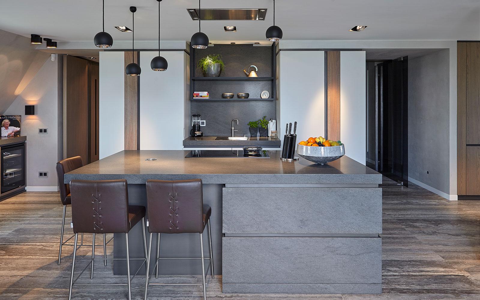 Keuken, kookeiland, bar, kastenwand, weggewerkt, penthouse, Eric Kant