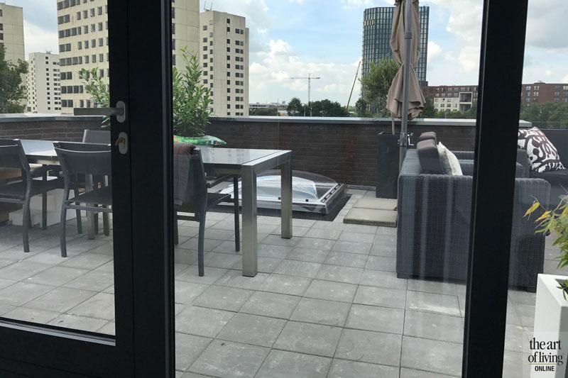 Balkon, uitzicht, tuinmeubelen, buitenhaard, Frans Balkon, strakke tweekapper, kabaz, C van der Grift