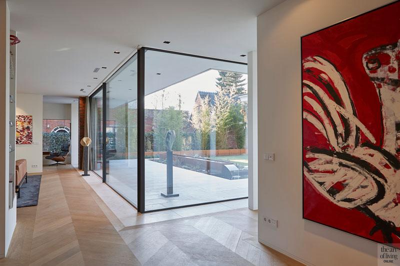 Veel glas, grote ramen, Si-X, zicht op de tuin, lichtinval, houten vloer, modern en eigentijds, De Bever Architecten
