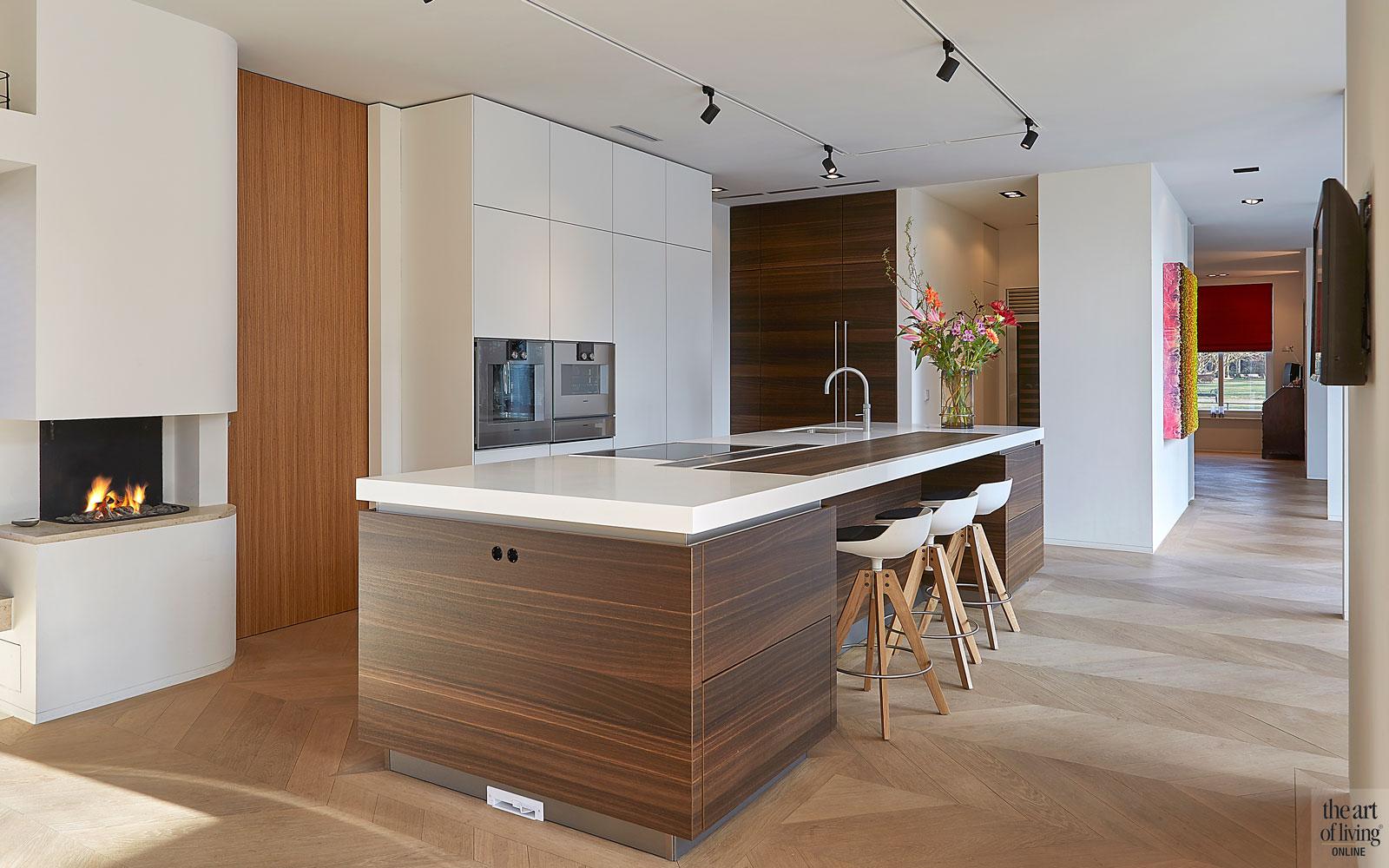 Keuken, ASWA keukens, maatwerk, Gaggenau, Quooker, kookeiland, houten vloer, modern en eigentijds, De Bever Architecten